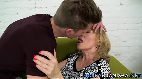 mamie aime baiser amatrice gorge profonde